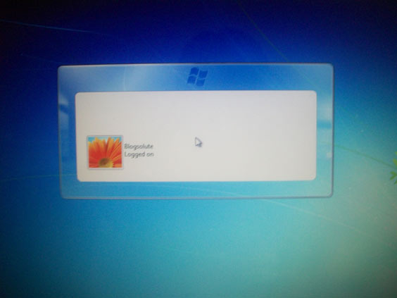 customize windows 7 logon frame