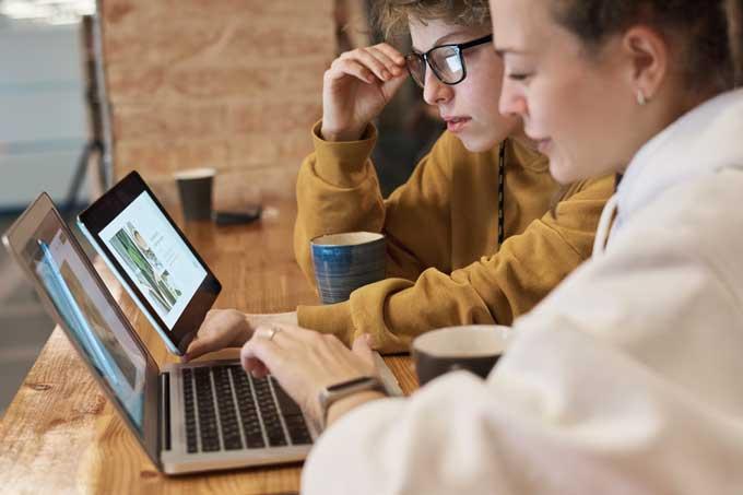 women learning startup